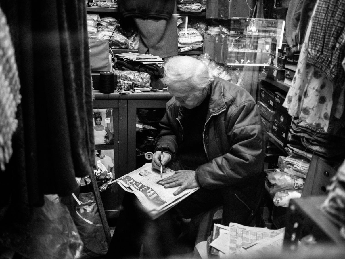 Erol Bey, mender in Firuzaga. Istanbul (Turkey), February 2011. © Gregory Dziedzic Photography.