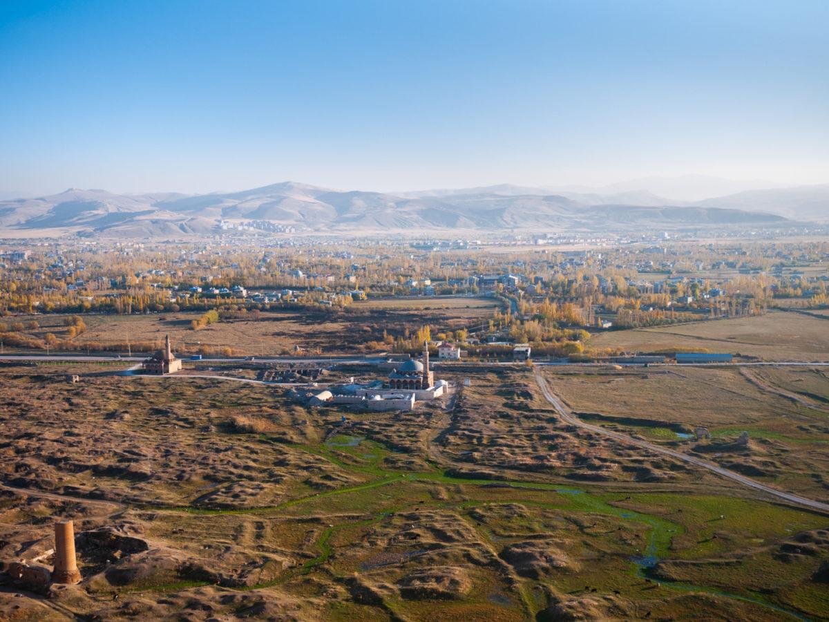 Vue sur la ville de Van, dans l'est de la Turquie, depuis la fortresse éponyme. Van (Turquie), novembre 2010.